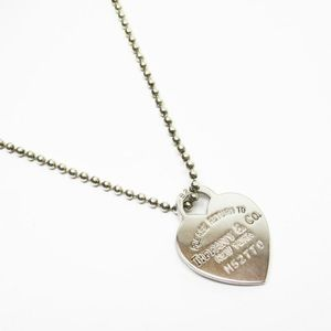 Auth Tiffany & Co heart tag necklace